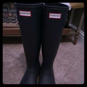 Women's hunter boots gently used